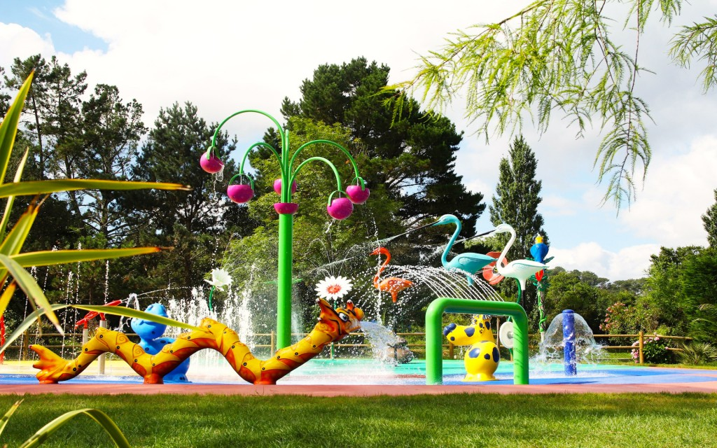 Cr ateur d 39 objets en r sine pour espaces et jardins aquatiques for Camping st jean de luz avec piscine couverte