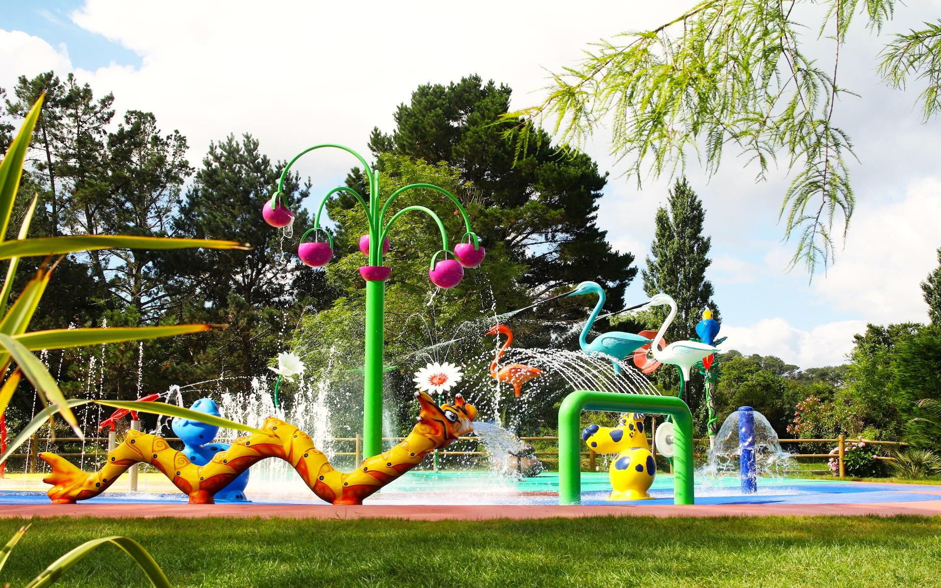 Cr ateur d 39 objets en r sine pour espaces et jardins aquatiques for Camping a biarritz avec piscine